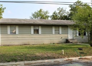 Pre Foreclosure in Seguin 78155 RILEY ST - Property ID: 1686771610