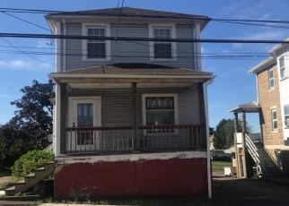 Pre Foreclosure in Wilkes Barre 18705 W CAREY ST - Property ID: 1687633538