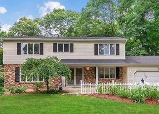 Pre Foreclosure in Orange 06477 FAIRWAY RD - Property ID: 1689027612