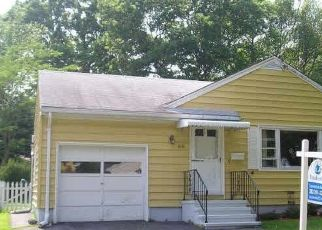 Pre Foreclosure in Stratford 06614 WOODCREST AVE - Property ID: 1689380620