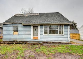 Pre Foreclosure in Cedar Rapids 52402 CENTER POINT RD NE - Property ID: 1692771407