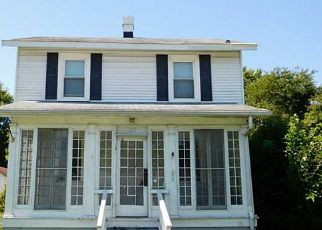 Pre Foreclosure in Newport News 23607 HICKORY AVE - Property ID: 1693015812