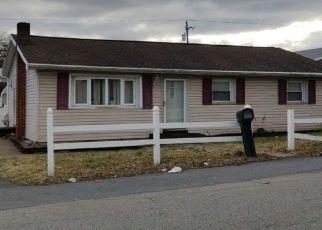 Pre Foreclosure in Harrisburg 17111 WAYNE ST - Property ID: 1695832408