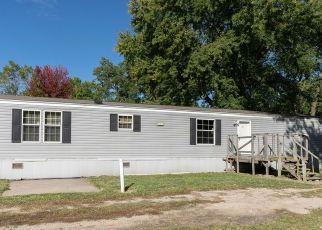 Pre Foreclosure in Higbee 65257 GRAND AVE - Property ID: 1697103408