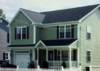 Pre Foreclosure in Stratford 06614 WOODSTOCK AVE - Property ID: 1697560662
