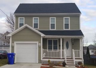 Pre Foreclosure in Pawtucket 02860 URBAN AVE - Property ID: 1700578741