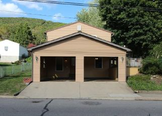 Pre Foreclosure in Lykens 17048 POTTSVILLE ST - Property ID: 1701085473