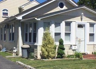 Pre Foreclosure in Lindenhurst 11757 TRAVIS ST - Property ID: 1703995364