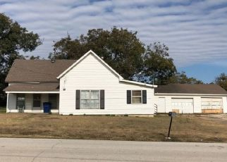 Pre Foreclosure in Krum 76249 W HUFFMAN ST - Property ID: 1704389549