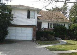 Pre Foreclosure in Woodmere 11598 BARNARD AVE - Property ID: 1705343902