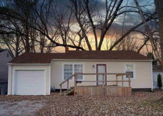 Pre Foreclosure in Evansville 47714 E RIVERSIDE DR - Property ID: 1709166978