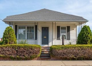 Pre Foreclosure in Fall River 02724 HICKS ST - Property ID: 1712462727