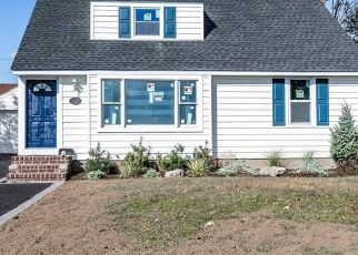 Pre Foreclosure in Franklin Square 11010 WOODCLIFF DR - Property ID: 1712704485