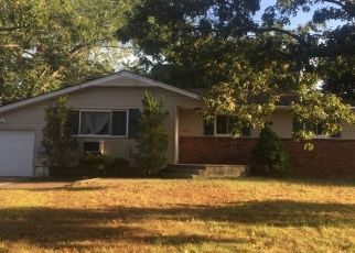 Pre Foreclosure in Brentwood 11717 LEXINGTON AVE - Property ID: 1714989843