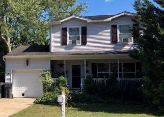 Pre Foreclosure in Brick 08724 CAROLINA AVE - Property ID: 1718940352