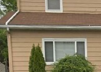 Pre Foreclosure in Bloomfield 07003 FLOYD AVE - Property ID: 1721354472