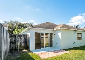 Pre Foreclosure in Plant City 33563 COUNTRY HILLS BLVD - Property ID: 1722617587