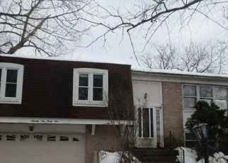 Pre Foreclosure in Woodridge 60517 OAKVIEW LN - Property ID: 1725873483