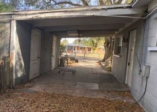 Pre Foreclosure in Tampa 33619 WINDSOR WAY - Property ID: 1728669961