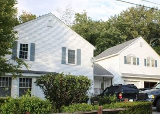 Pre Foreclosure in Dracut 01826 HILLTOP RD - Property ID: 1728879294