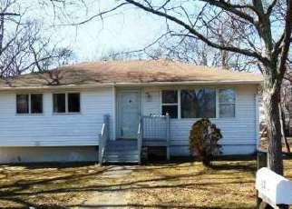 Pre Foreclosure in Mastic Beach 11951 WOODCUT DR - Property ID: 1730957940
