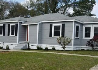 Pre Foreclosure in Pensacola 32506 REDWOOD CIR - Property ID: 1733598921