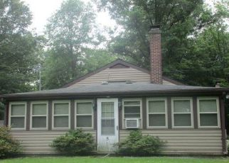 Pre Foreclosure in New Oxford 17350 S HICKORY LN - Property ID: 1736282821