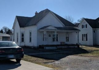 Pre Foreclosure in Hoopeston 60942 W ELM ST - Property ID: 1740190414