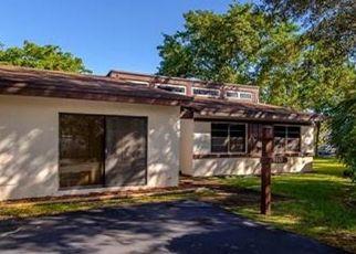 Pre Foreclosure in Miami 33156 SW 78TH PL - Property ID: 1742419714