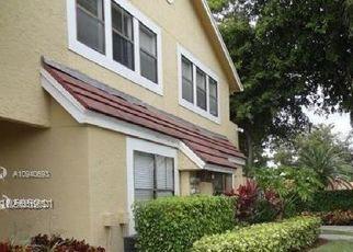 Pre Foreclosure in Miami 33196 SW 104TH TER - Property ID: 1742425395