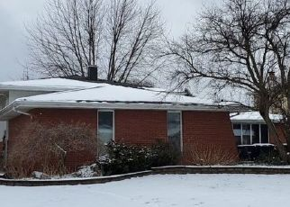 Pre Foreclosure in Lansing 60438 CLYDE AVE - Property ID: 1748405497
