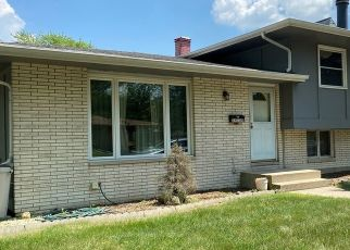 Pre Foreclosure in Lansing 60438 OAKWOOD AVE - Property ID: 1748409439