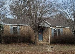 Pre Foreclosure in Azle 76020 SILVER CREEK RD - Property ID: 1748755434