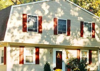 Pre Foreclosure in Livingston 07039 OAKWOOD AVE - Property ID: 1749224507