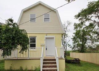 Pre Foreclosure in Sayreville 08872 SEMINOLE ST - Property ID: 1750794647