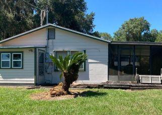 Pre Foreclosure in Interlachen 32148 LAKE SHORE TER - Property ID: 1755715723