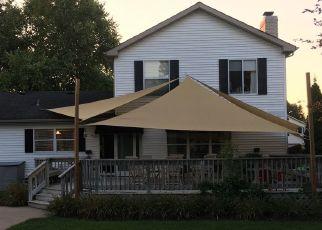 Pre Foreclosure in Algonquin 60102 GLACIER PKWY - Property ID: 1756094113