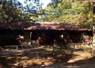 Pre Foreclosure in Shirley 11967 DAWN DR - Property ID: 1756391961