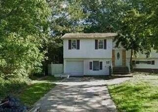 Pre Foreclosure in Brentwood 11717 COCOANUT ST - Property ID: 1762892357