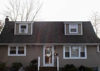 Pre Foreclosure in Amityville 11701 W SMITH ST - Property ID: 1763003157