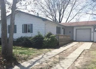 Pre Foreclosure in Ronkonkoma 11779 MARY AVE - Property ID: 1764947781