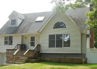 Pre Foreclosure in Miller Place 11764 OAKWOOD AVE - Property ID: 1764953913