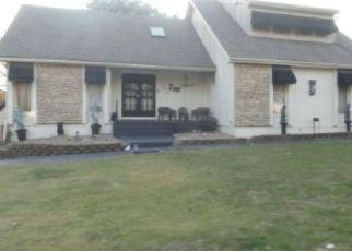 Pre Foreclosure in Grandview 64030 WILSHIRE CIR - Property ID: 1766149121