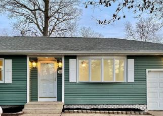 Pre Foreclosure in Browns Mills 08015 DENNIS AVE - Property ID: 1768500172