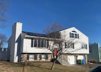 Pre Foreclosure in Waterbury 06708 KENDALL CIR - Property ID: 1769567974
