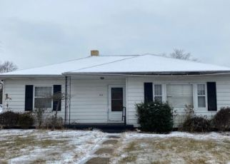 Pre Foreclosure in Huntingburg 47542 S WALNUT ST - Property ID: 1770549911