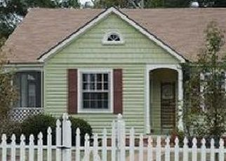 Pre Foreclosure in Fayetteville 28305 GREENLAND DR - Property ID: 1772308361