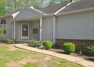 Pre Foreclosure in Harrisburg 17111 OAK KNOLL DR - Property ID: 1774003322