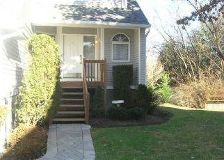Pre Foreclosure in Township Of Washington 07676 REAGAN WAY - Property ID: 1774363786