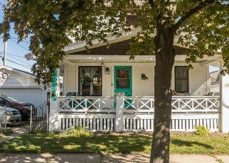 Pre Foreclosure in Cedar Rapids 52404 8TH AVE SW - Property ID: 1778717227